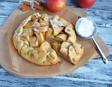 Rustykalna tarta z jabłkami i cukrem toffi