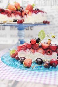 Sernik gotowany z owocami