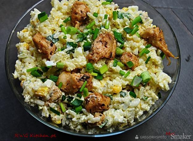 Ryżowa sałatka z kurczakiem i ananasem