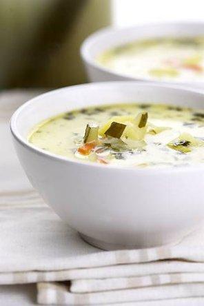 Zupa ogórkowa z ziemniakami  prosty przepis i składniki