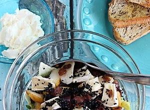 Bruschetta i sałatka z czarnym sezamem  przepis blogera
