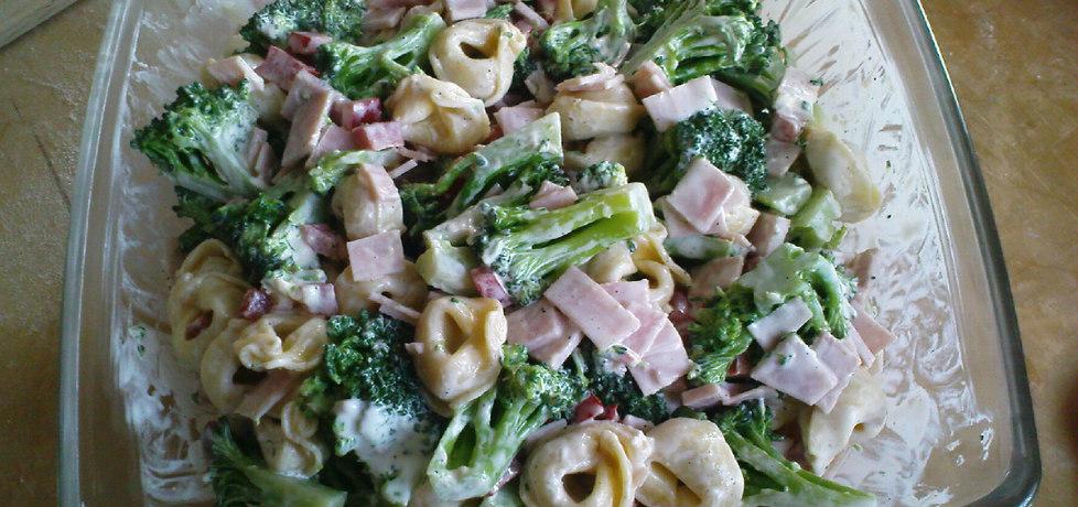 Sałatka z tortellini, szynką i brokułami (autor: triss)