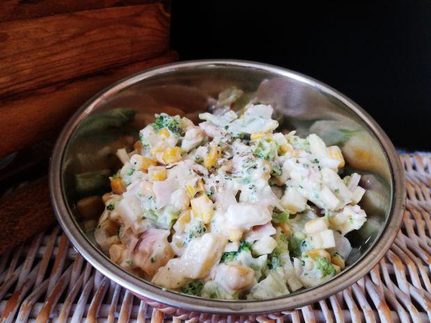 Przepis  sałatka z brokułem i kukurydzą przepis
