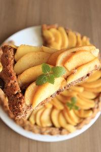 Tarta biszkoptowa z chleba razowego i orzechów z ...
