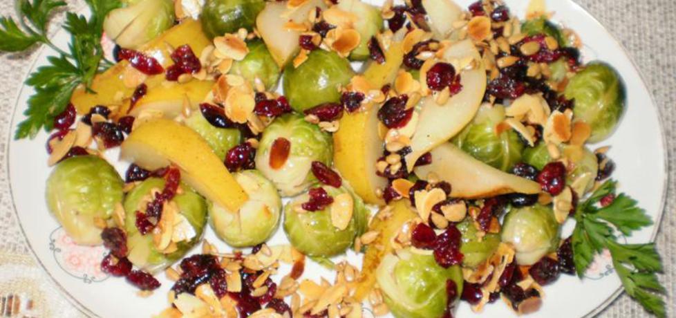 Brukselka z gruszką , migdałami , słonecznikiem i żurawiną : (autor ...