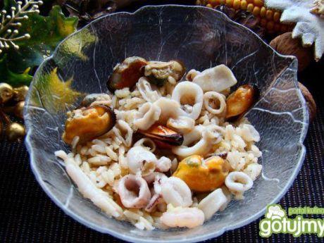 Przepis  ryż brązowy z owocami morza na maśle przepis