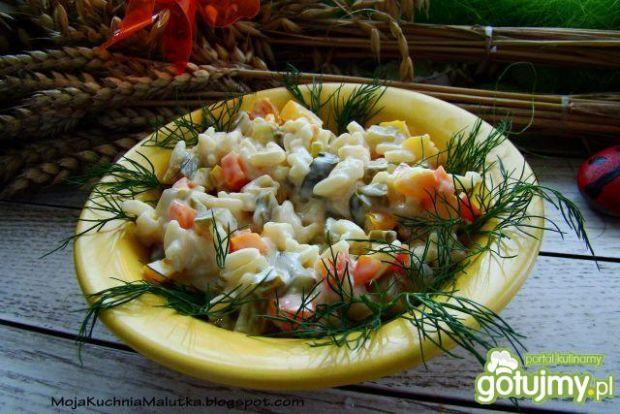 Przepis  sałatka z makaronu i warzyw przepis