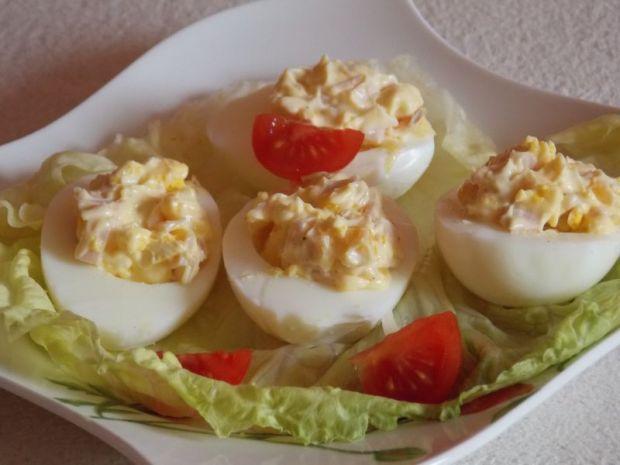 Przepis  jajka faszerowane szynką i kukurydzą przepis