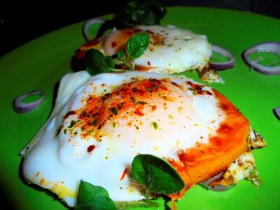 Jajko sadzone w gniazdku z batata