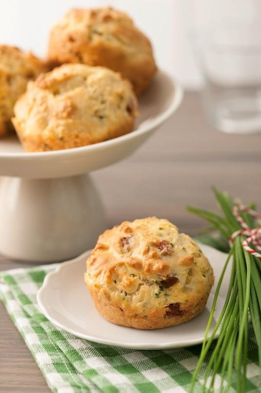Pikantne muffinki z szynką i serem