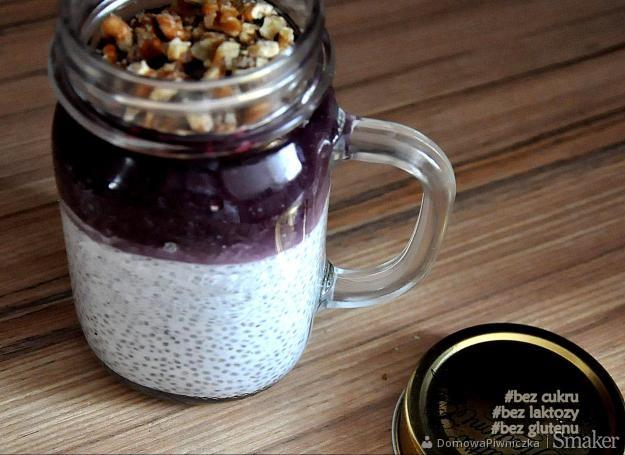Słoik do pracy: chia pudding z czarnymi owocami (vege)