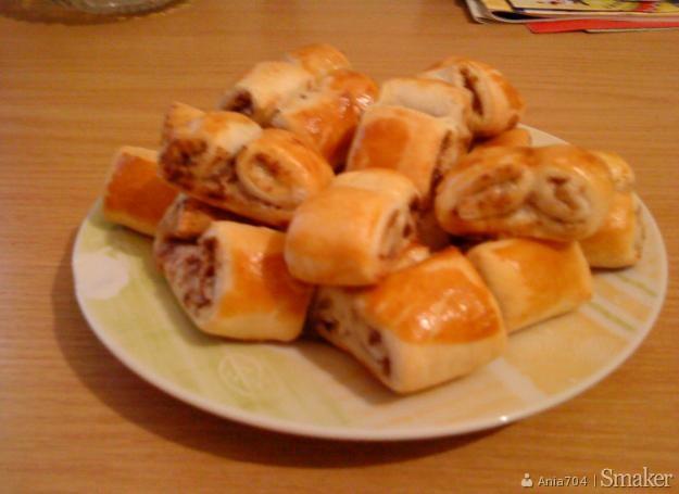 Pyszne francuskie ciasteczka z cukrem i cynamonem