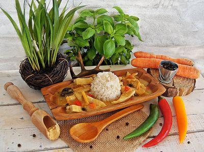 Kurczak z grzybami, marchewką, selerem, papryką i imbirem ...