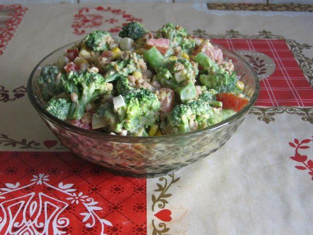 Przepis  sałatka z soczewicą i brokułami przepis
