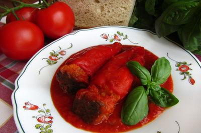 Papryka nadziewana chlebem, tuńczykiem i oliwkami ...