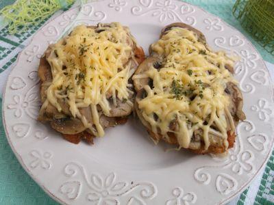 Filet z kurczaka zapiekany z pieczarkami i serem żółtym ...