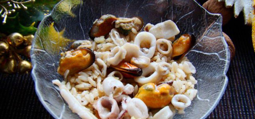 Ryż z owocami morza i czosnkiem (autor: iwa643)