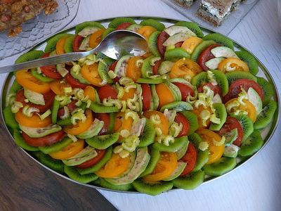Sałatka z pomidorami, kiwi i awokado