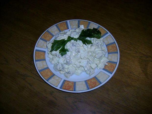 Przepis  sałatka z jajek i pieczarek przepis