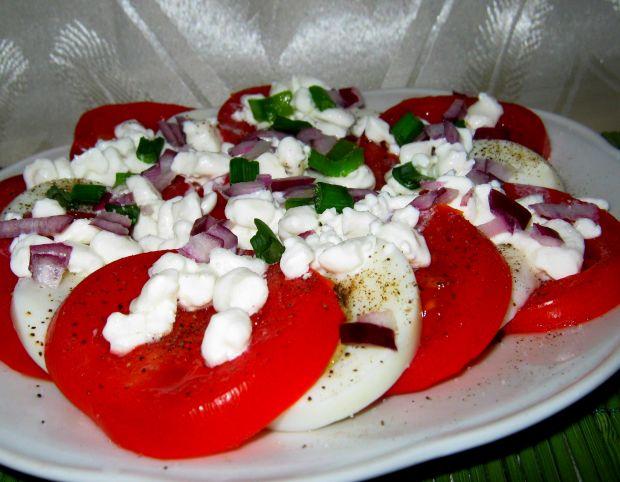 Przepis  pomidorowa sałatka z twarożkiem przepis