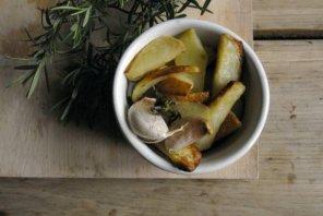 Ziemniaki pieczone z czosnkiem i rozmarynem