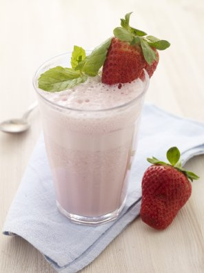 Mleczny koktajl truskawkowy  prosty przepis i składniki
