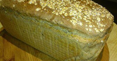 Chleb orkiszowy z siemieniem lnianym i płatkami owsianymi ...