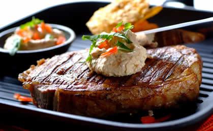 Stek wołowy z dipem serowo-ziołowym