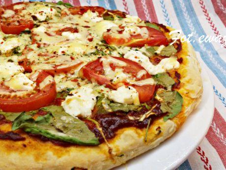 Przepis  pizza z warzywami i fetą przepis