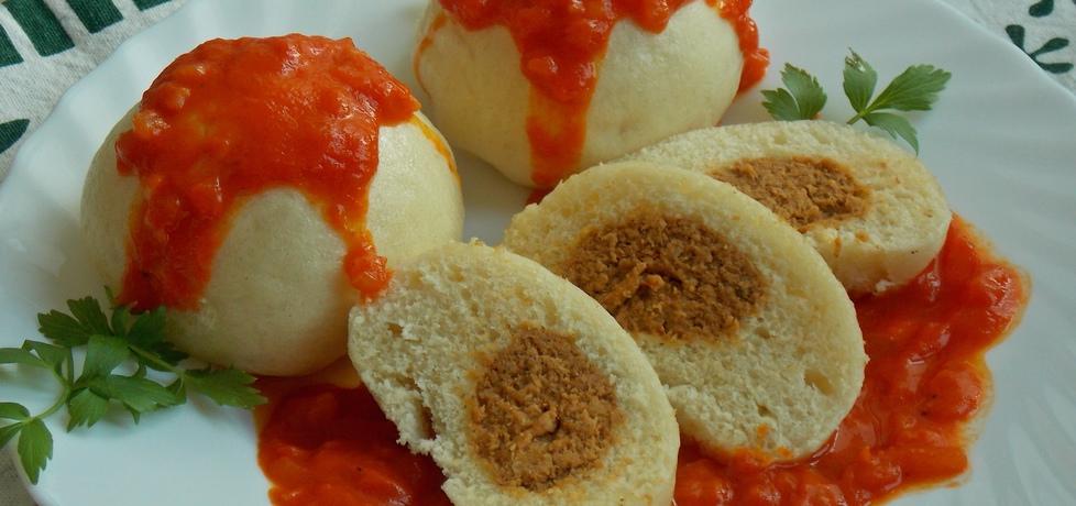 Pampuchy z mięsem w sosie z pieczonej papryki (autor: mniam ...