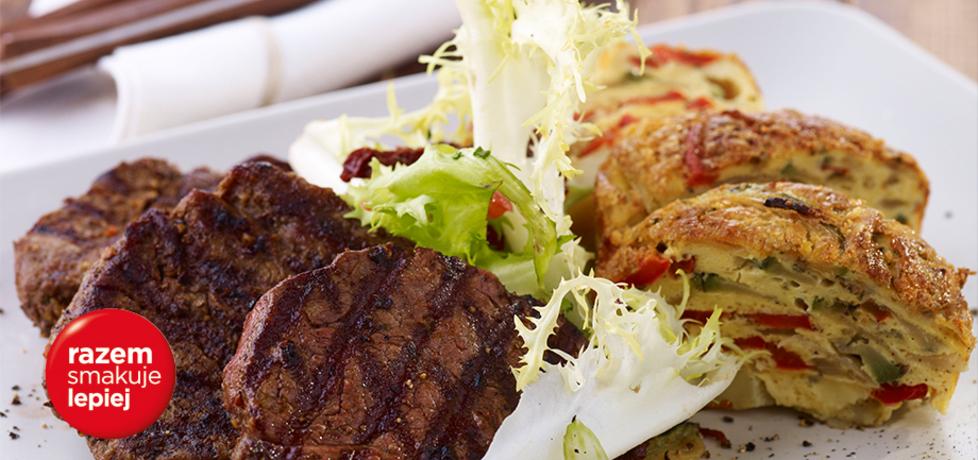 Grill: steki z zapiekanką ziemniaczano