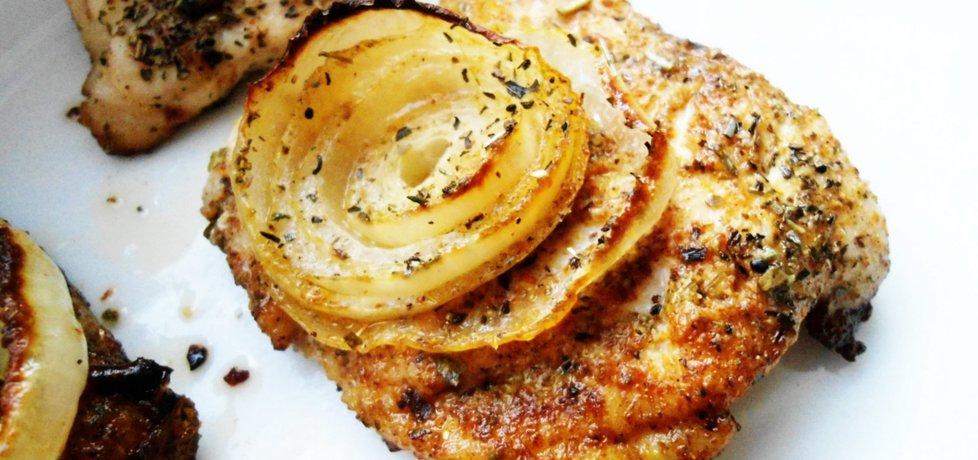 Grillowana pierś z kurczaka z cebulą w ziołowej marynacie (autor ...