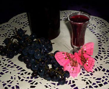 Likier z ciemnych winogron