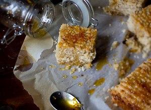 Namoura. libańskie ciasta z kaszą manną, kardamonem i syropem ...