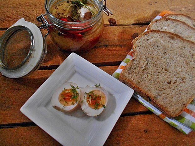Przepis  marynowane jajka z papryką i cebulą przepis