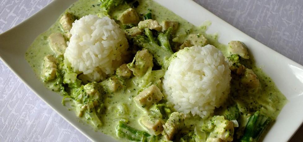 Kurczak w sosie brokułowym podany z ryżem (autor: mysiunia ...