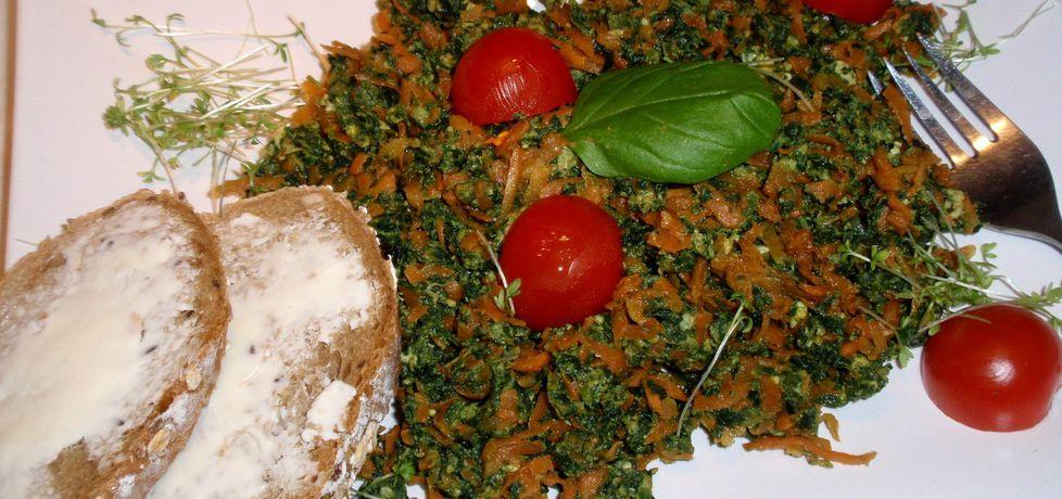 Szpinak z marchewką i jajkiem. (autor: gosia56)