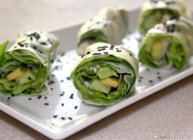 Rollsy wegetariańskie z jogurtowym dressingiem z ziołami