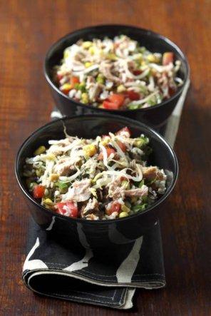 Sałatka z dzikim ryżem i rybą  prosty przepis i składniki