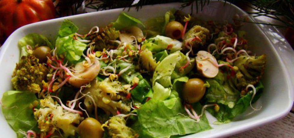 Sałatka z brokułami i oliwkami (autor: iwa643)