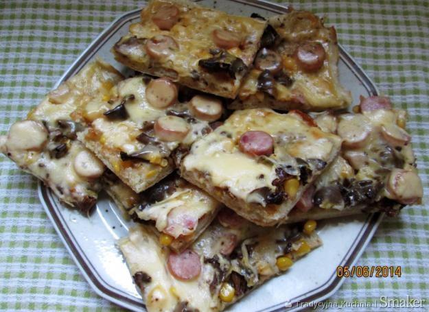 Pizza z dodatkiem kurek