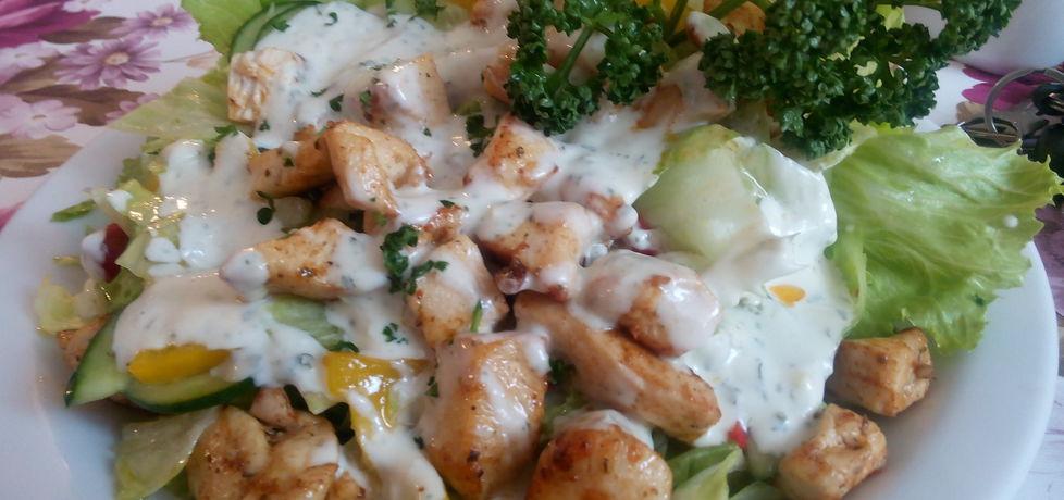 Sałatka z piersi kurczaka z sosem czosnkowym (autor: justynkag ...