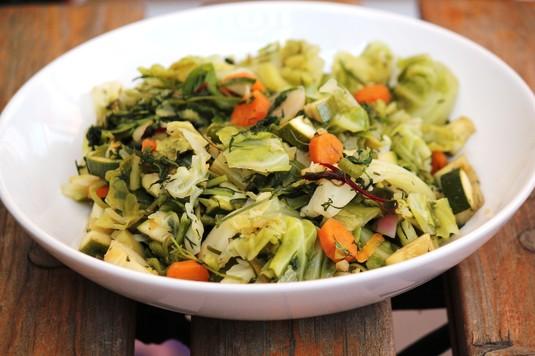 Młode warzywa na parze po francusku