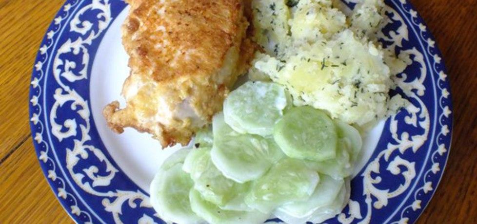 Pierś z kurczaka nadziewana serem zółtym i pieczarkami z cebulką ...