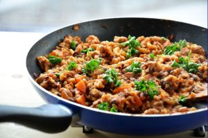 Brązowy ryż z soczewicą i marchewką