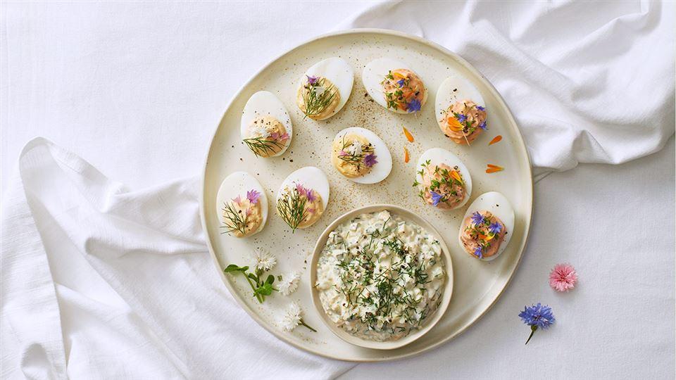Jaja faszerowane na dwa sposoby i sos wielkanocny