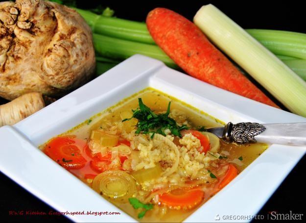 Zupa warzywna z kaszą pszenną