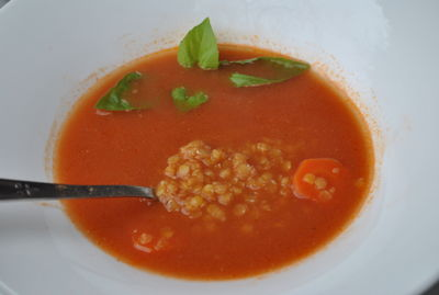 Zupa pomidorowa z soczewicą i chili