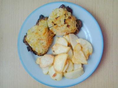 Karkówka z ananasem i kapustą