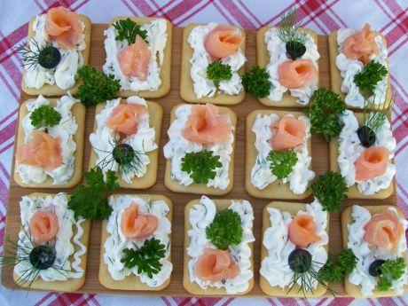 Przepis  krakersy z serkiem i łososiem przepis